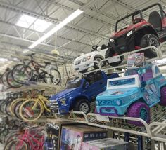 Kaksipaikkaisia lasten ohjattavia leluautoja. Varhais-MAUTO? 179-395$ #tembustravels