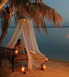 Ummm... that looks pretty romantic. Le Taha'a Island Resort & Spa