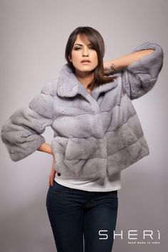 Fur Jacket, Fur Coat, Fur Vest Outfits, Fur Vests, Mink Fur, Fur Fashion, Red S, Winter Jackets, Elegant