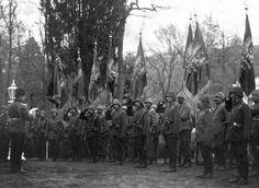 OTTOMAN REGIMENT COMMANDERS TAKING OVER THE REGIMENT SANJAKS (BANNERS) IN GALLIPOLI WAR  ÇANAKKALE SAVAŞI ALAY KOMUTANLARI ALAY SANCAKLARINI TESLİM ALIYOR