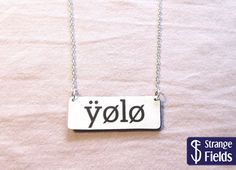 Kettenanhänger - fake yolo schriftzug- Acryl