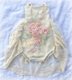 Baby Outfits, Kids Outfits, Baby Girl Romper, Baby Bodysuit, Baby Onesie, Baby Boy, Baby Girl Fashion, Fashion Kids, Short Bebe