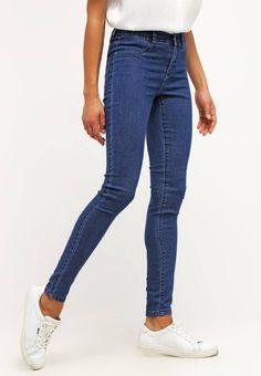 Noisy May. NMPARIS - Slim fit jeans - dark blue denim. Materiaal buitenlaag:79% katoen, 19% polyester, 2% elastaan. Pasvorm:nauwsluitend. wasvoorschrift:machinewas tot 40°C,niet geschikt voor de droger,krimpt maximaal 5%. broekzakken:achterzakken. mate...