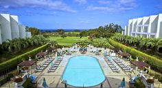 Hilton La Jolla Torrey Pines San Diego Nestled in the La Jolla hills, this California hotel offers luxurious facilities overlooking Torrey Pines Golf Course and the Pacific Ocean, just minutes from Central San Diego, Encinitas and Del Mar.