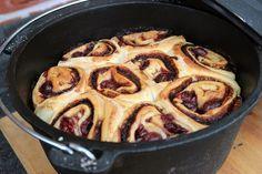 Nutella Kirsch Schnecken aus dem Dutch Oven_k IMG 3216_nutella kirsch schnecken aus dem dutch oven