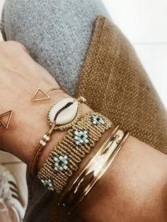 Jewelry Knots, Shell Jewelry, Macrame Jewelry, Macrame Bracelets, Handmade Bracelets, Fringe Earrings, Weaving, Jewelry Making, Bangles