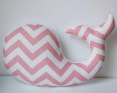 Chevron rosa ballena almohada náutica bebé vivero por LilKingdom