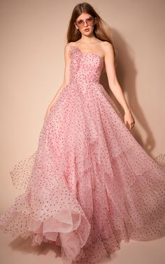 Jenny Packham Pre-Fall 2020 Fashion Show Collection: See the complete Jenny Packham Pre-Fall 2020 collection. Look 7 Jenny Packham, Elegant Prom Dresses, Pink Prom Dresses, Pretty Dresses, Pink Gowns, A Line Evening Dress, Evening Dresses, Beautiful Gowns, Beautiful Outfits