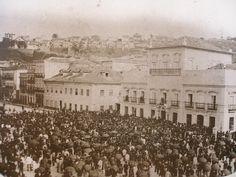 Eis o registro de um momento histórico. O momento do anúncio, em maio de 1888, no Paço Imperial, do fim da escravidão no Brasil.