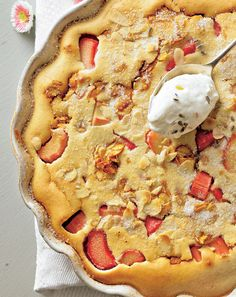 Rhabarber-Mandel-Clafoutis Sweet Recipes, Quiche, Bakery, Pie, Cupcakes, Yummy Food, Snacks, Desserts, Fett