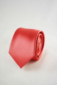 corbata rosa https://www.corbatasygemelos.es/corbatas-estrechas/648-corbatas-estrechas-rosa-fusion.html