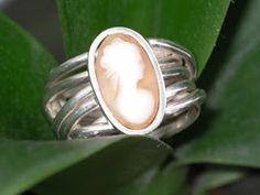 Idylliz; Zilveren ring met camee.