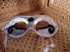 Mascara de carnaval com miçangas R$100,00 cada