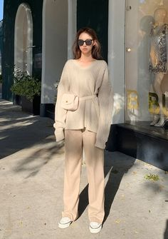 Jericho Loose Fit V-Neck Knit Sweater - I know you wanna kiss me. Thank you for visiting CHUU. 2000s Fashion, Tokyo Fashion, Korea Fashion, Grunge Fashion, Retro Fashion, Fashion Outfits, Fashion Jobs, Color Fashion, Classy Fashion