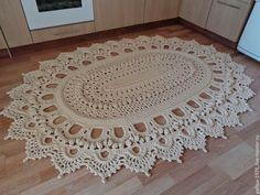 Crochet Fine and Different Carpet Models - Useful - Crochet Doily Rug, Crochet Carpet, Crochet Doily Patterns, Crochet Tablecloth, Crochet Home, Crochet Stitches, Knit Crochet, Knit Rug, Rug Yarn