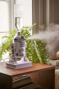 Star Wars Humidifier Urban Outfitters - Baby Star Wars - Ideas of Baby Star Wars - Star Wars Humidifier Urban Outfitters Star Wars Bedroom, Star Wars Nursery, Tema Star Wars, Star Wars Ring, Star Wars Droids, Star Wars Baby, Star Wars Gifts, Cultura Pop, Cleaning Wipes