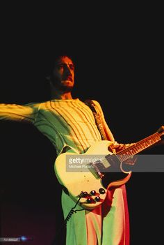 Foto di attualità : Pete Townshend of The Who performing on stage at...