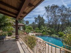 Just a perfect setting for this beautiful swimming pool in Rancho Santa Fe, United States.