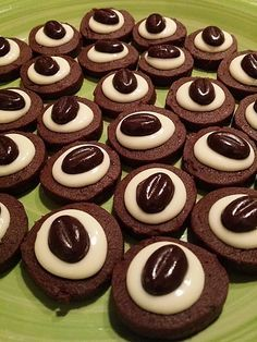 Kaffee-Kakao-Plätzchen Coffee and cocoa cookies, a very nice recipe from the category biscuits and cookies. Easy Cookie Recipes, Cake Recipes, Snack Recipes, Dessert Recipes, Cocoa Cookies, Chocolate Chip Cookies, Coffee Cookies, Milk Cookies, Chocolate Molds