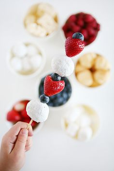 4th of July Dessert Kabobs | The perfect Red, White and Blue Treat. [#sponsored]