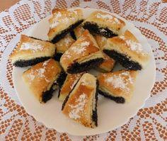 Makové trojhranky (fotorecept) Cupcake Cakes, Cupcakes, Spanakopita, Poppy, Ethnic Recipes, Polish, Facebook, Hampers, Cupcake