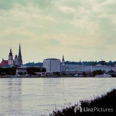 damals '99 die #skyline von #linz ohne #lentos  ... hätte man sich auch #sparen können!  #brücken braucht die stadt! . . . . . . #igerslinz #igersaustria #oldschool #film #retro #austria #training #lowcarb #riverdanube #donau #upperaustria #architecture #minimalism #meinlinz #sky #mood #archilovers  next: #wien #münchen #basel #düsseldorf
