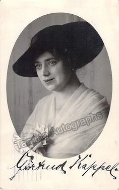 Kappel, Gertrude - Signed photo postcard