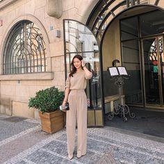 Korean Girl Fashion, Ulzzang Fashion, Korea Fashion, Japan Fashion, Red Skirt Outfits, Chic Outfits, Trendy Outfits, Fashion Outfits, Korean Casual Outfits