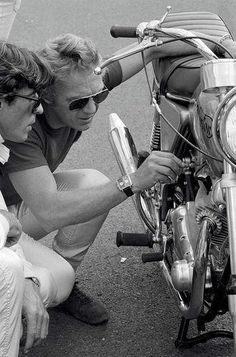 McQueen with a Norton Commando