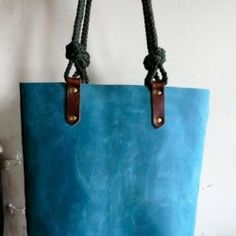 leather handbags and purses Leather Handle, Leather Bag, Soft Leather, Purses And Handbags, Leather Handbags, Luxury Handbags, Beautiful Bags, Fashion Bags, Fashion Shoes
