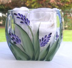 Isnt this Purple lavender with green leaves hand painted on heavy glass votive beautiful! Hand Painted Wine Glasses, Painted Wine Bottles, Painted Vases, Bottle Painting, Bottle Art, Glass Votive, Glass Bottles, Pebeo Porcelaine 150, Wine Glass Designs