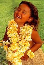 Little Hawaiian girl. una bella alegría.