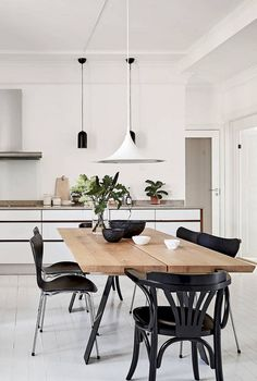 The minimalist design can be your option to make a stylish dining room. Just check out these minimalist dining room ideas that will inspire you! Dining Room Design, Dining Room Table, Kitchen Dining, Design Kitchen, Kitchen Ideas, Kitchen Nook, Kitchen Trends, Table Lamp, Home Interior