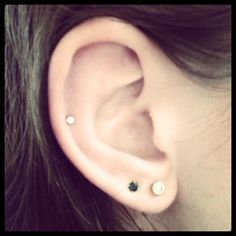 Want a single auricle piercing for the right ear