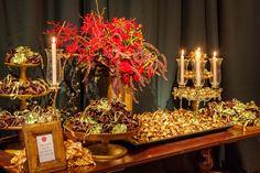 Esta festa de 15 anos ganhou uma decoração incrível, inspirada no filme Branca de Neve e o Caçador! Para recriar ouniverso encantado do longa de um jeito