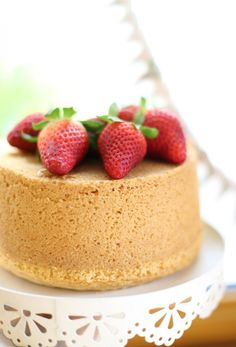 Fluffosa Cake with Coconut Milk and Strawberries Cupcake Recipes, Cupcake Cakes, American Cake, Light Cakes, Plum Cake, Angel Cake, Traditional Cakes, Chiffon Cake, Pastry Cake