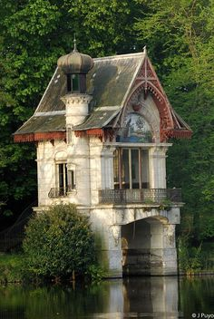 quickwitter:  coisasdetere:  French boat house…  I love, love, love this - and check out the peacock mosaic in the front archway - beautiful. I wish my house had an ounce of this boathouse's charm.