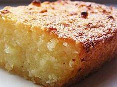 Este bolo de aipim atende por vários nomes. Pode ser bolo de macaxeira, bolo de mandioca, ou seja lá como costumam chamar onde você mora. Não importa. O que interessa é que ele é muito fácil de fazer e super gostoso.