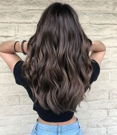 25 Georgeus Women Hairstyle You CanTry This Winter eweddingmag WomenFashionIdeas womenhaircut womenhairstyle 751327150322733916 Brown Hair Balayage, Long Hair Highlights, Peekaboo Highlights, Purple Highlights, Brunette Highlights, Balayage Brunette, Winter Hairstyles, Wavy Hairstyles, Hairstyles Pictures