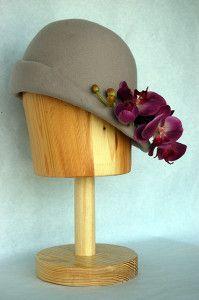 Sombrero de fieltro vison con Orquideas Luisa Gala
