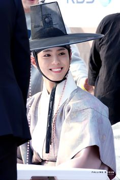 [PHOTO] 161019 Park Bo Gum at the Moonlight Drawn By Clouds Fan Sign Event © credits to the owner Park Bo Gum Moonlight, Moonlight Drawn By Clouds, Handsome Actors, Handsome Boys, Korean Drama List, Park Bogum, Kbs Drama, Korea Boy, Korean Dress