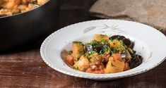 Greek eggplant and Potato Stew by Greek chef Akis Petretizikis. A simple, quick, easy, deliciously aromatic authentic and traditional Greek vegetarian recipe! Vegan Vegetarian, Vegetarian Recipes, Cooking Recipes, Potato Stew Recipe, Vegan Greek, Stewed Potatoes, Pasta, Eggplant Recipes, Greek Recipes