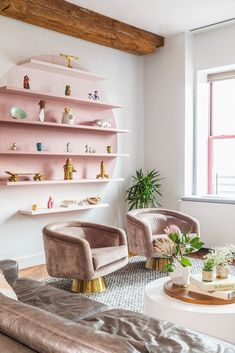 Gray and Pink Living Room Idea. Gray and Pink Living Room Idea. How to Add Gray to Your Home Décor Glam Living Room, Living Room Shelves, Simple Living Room, Living Room Colors, Living Room Designs, Living Room Decor, Living Rooms, Ikea Lack, Lack Hack