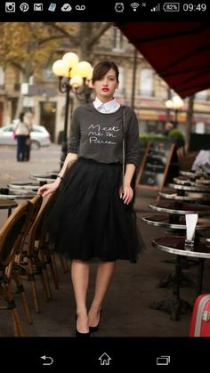 Black tulle skirt, tutu skirt worn with sweater and heels - Super cute date night outfit Mode Chic, Mode Style, Modest Fashion, Fashion Outfits, Womens Fashion, Fashion Trends, Fashion 2015, Skirt Fashion, Fashion News