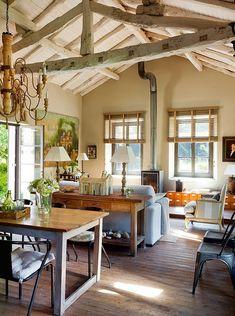 Charming rustic cabin living room.  Detalhes do Céu: Decoração Rustica