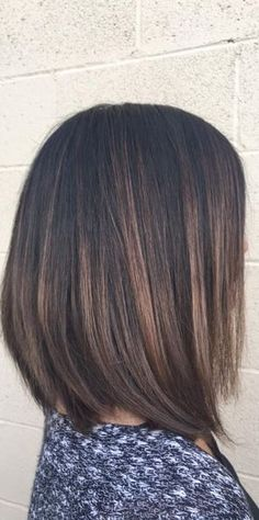Sublte brunette highlights on short hair - chic bob hair color balayage, hair looks, Brunette Highlights, Hair Color Highlights, Hair Color Balayage, Balayage Highlights, Brunette Bob, Balayage Bob Brunette, Subtle Highlights, Brown Highlights Black Hair, Lob Ombre
