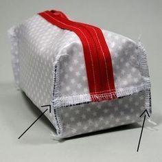 tuto de la trousse de toilette - ultra facile et ultra rapide - Pikebou - olfa - Pinsit Coin Couture, Couture Sewing, Sewing Online, Handbag Tutorial, Pouch Tutorial, Pencil Pouch, Sewing Projects For Beginners, Zipper Bags, Zipper Pouch