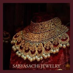 The quintessential Sabyasachi Bridal Jewelry crafted in 22k gold with uncut diamonds and South Sea Pearl detailing. For all jewellery related queries, kindly contact sabyasachijewelry@sabyasachi.com #Sabyasachi #SabyasachiJewelry #TheWorldOfSabyasachi #IndianJewelry