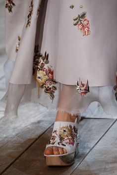 Alexander McQueen Spring 2016 Ready-to-Wear Accessories Photos - Vogue