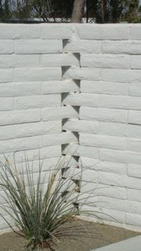 Horizon Hotel Palm Springs Knuckle-joint brickwork    Used frequently by other area architects, especially Albert Frey, this interlacing of the wall bricks adds a decorative touch without being excessive...or adding additional materials.